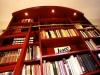 Klassieke boekenkast met ladder